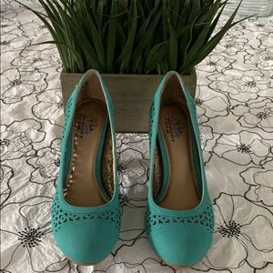 Life Stride Turquoise Suede Heels